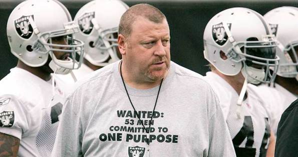 Trener Raiders Tom Cable w opałach PHOTO AP/Paul Sakuma